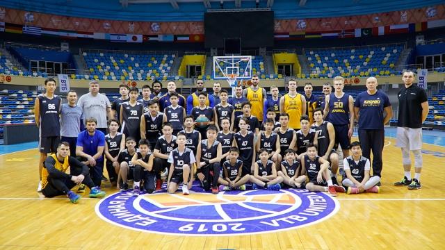 Встреча детской академии баскетбола «Астана» с игроками баскетбольного клуба «Химки»