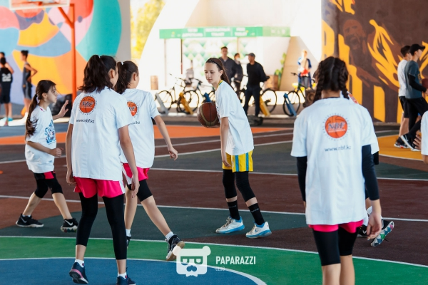 Master class of «Astana» players for children on the new street basketball court